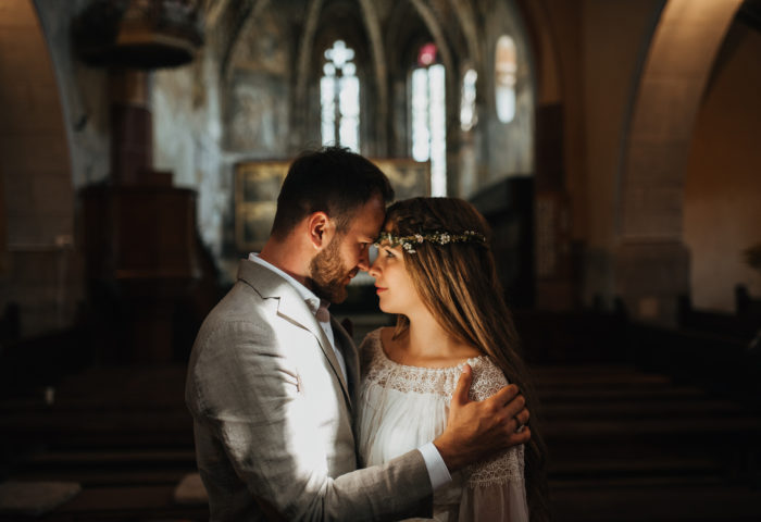 em + rebekka, intimate family wedding in a private mansion and garden
